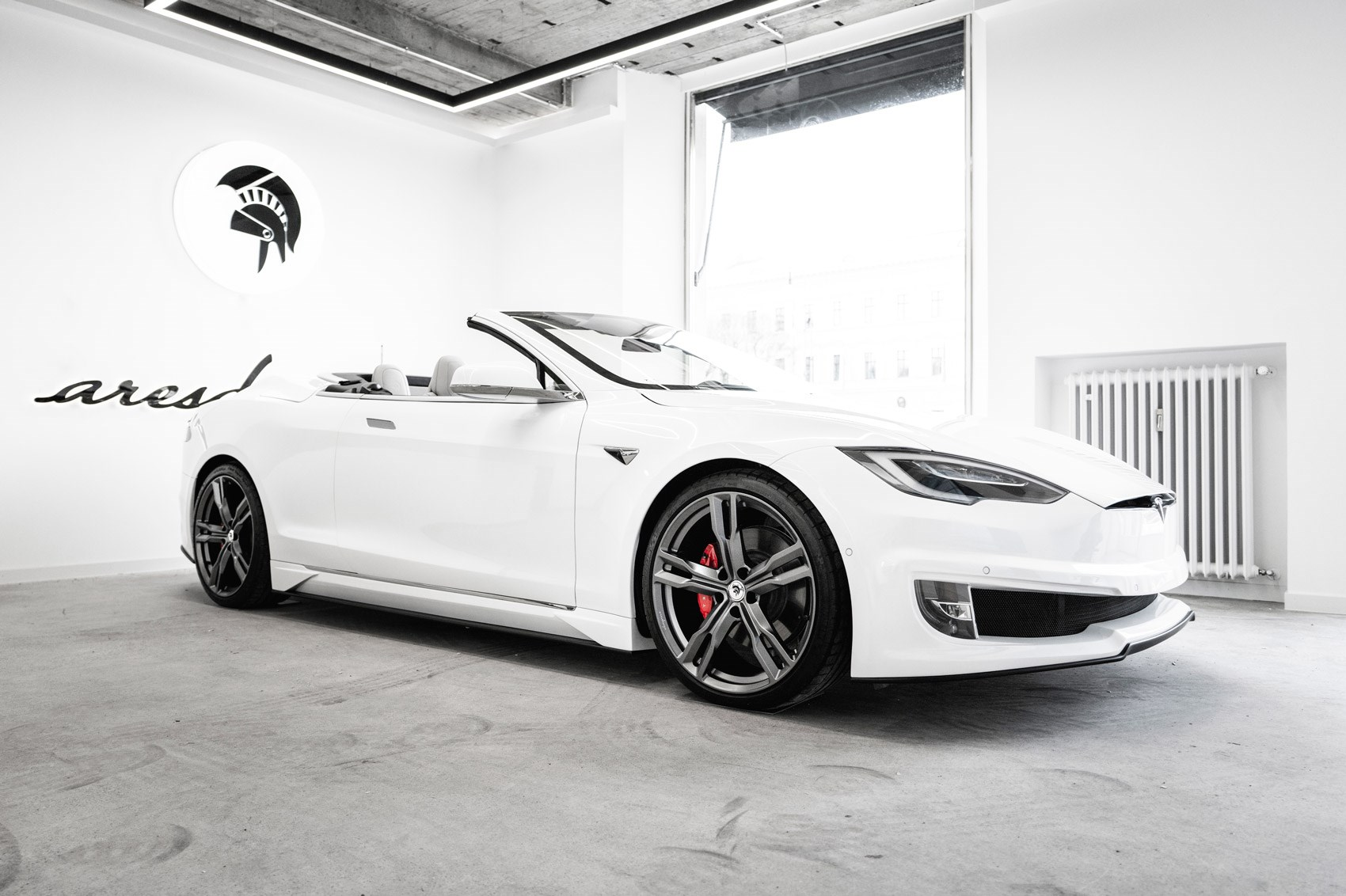 Tesla Model S: Coachbuilt convertible by ARES showcased