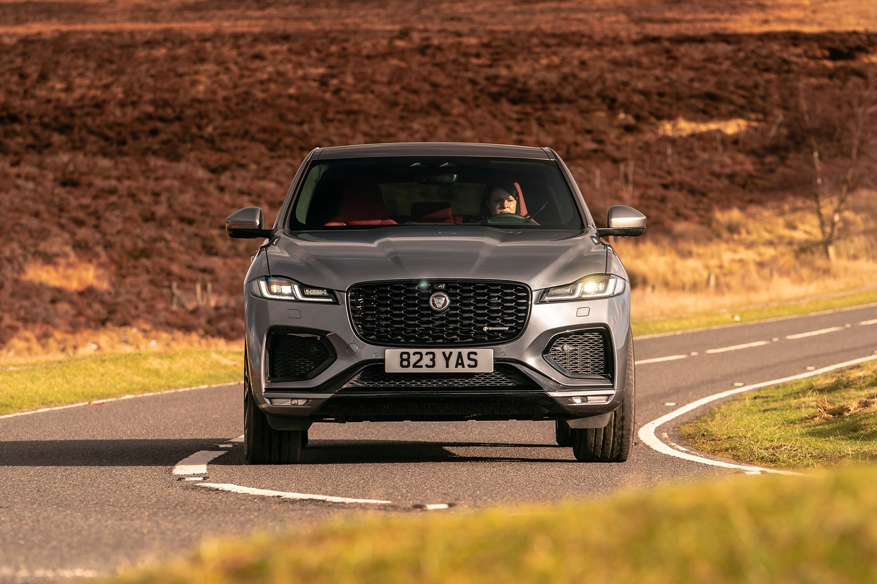 Jaguar F-Pace 2021 handling