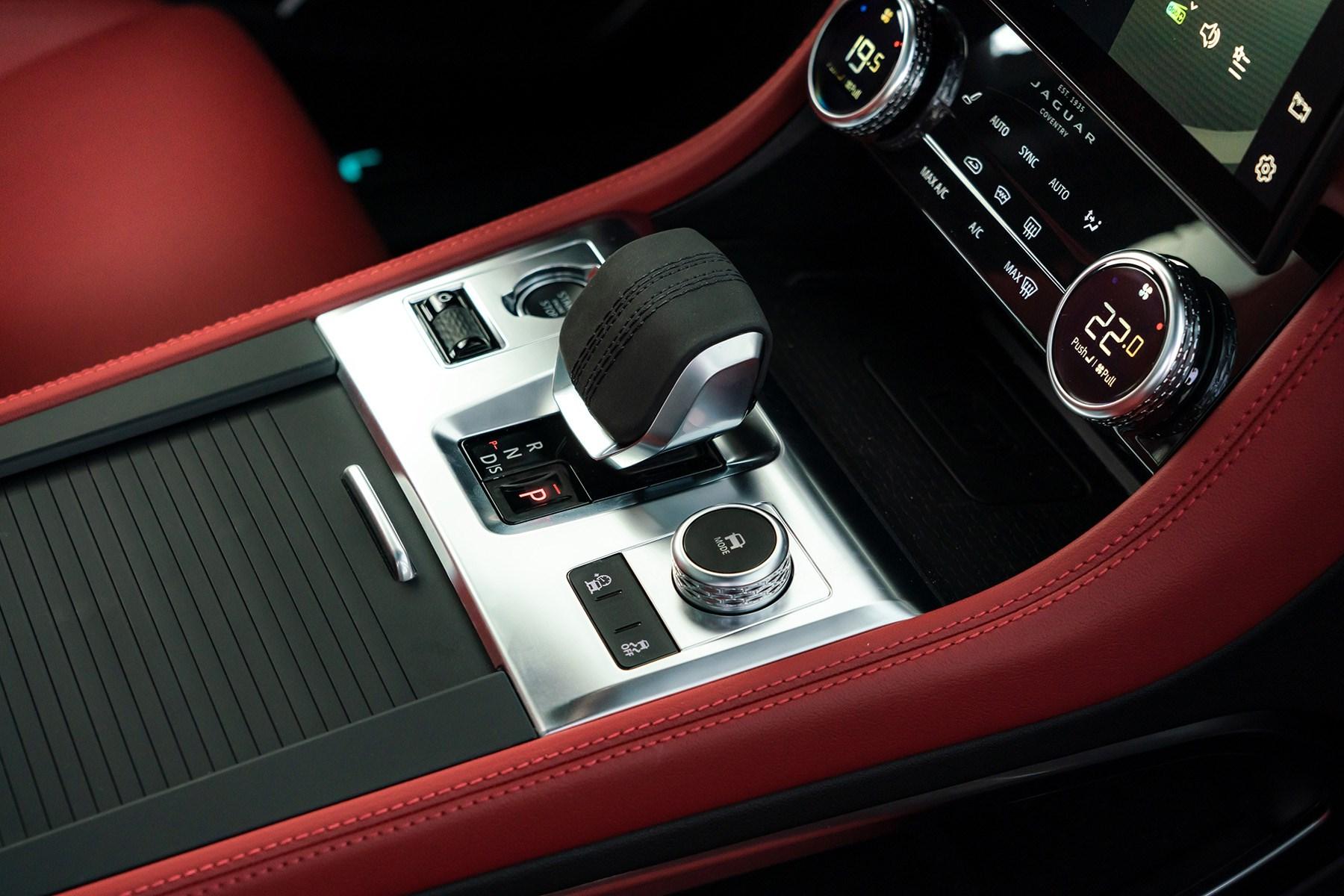 Jaguar F-Pace centre console 2021