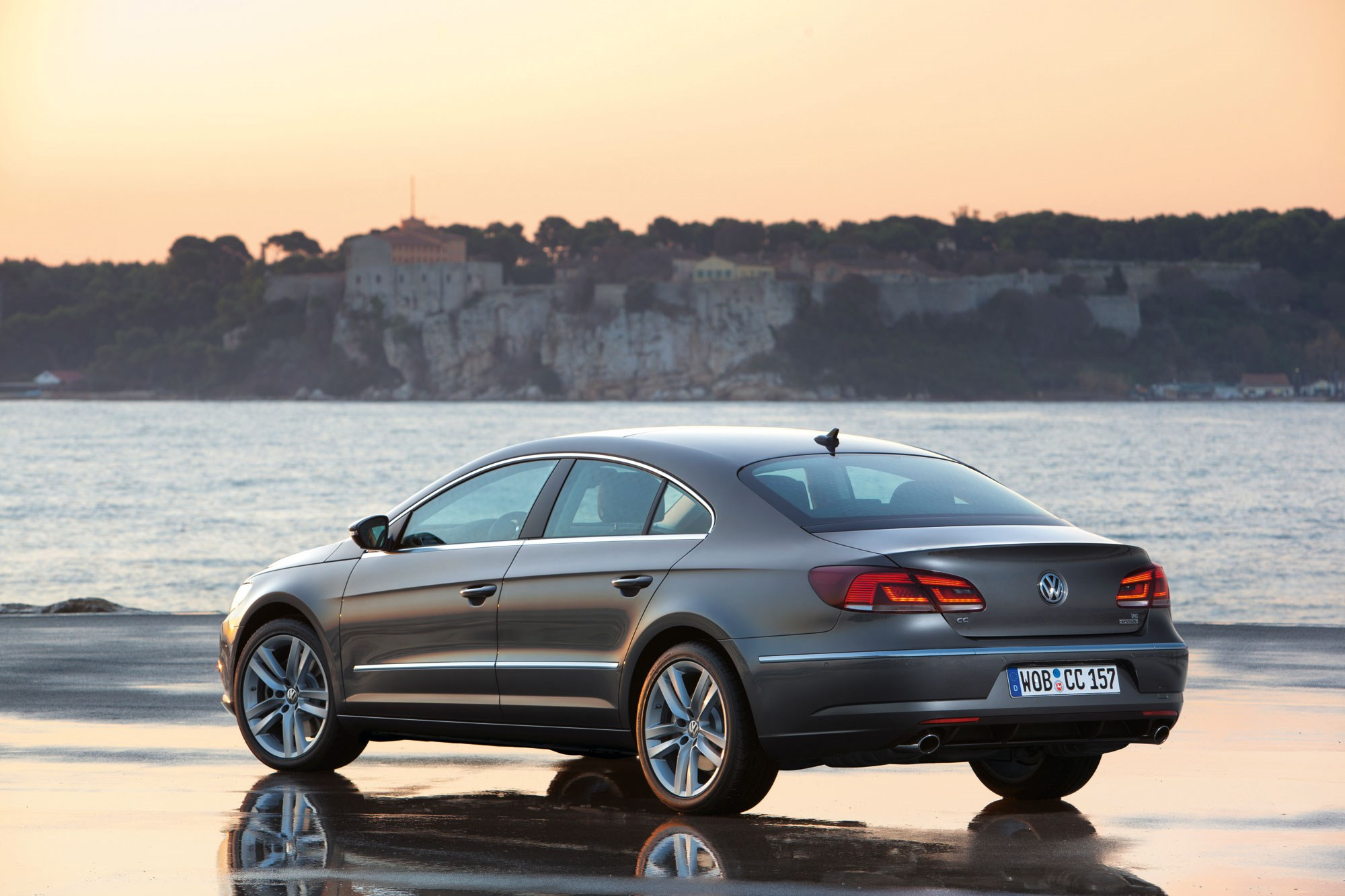 VW CC 20 TDI 177 DSG 2015 review by CAR Magazine