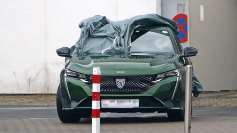Green 2021 Peugeot 308 spy shot