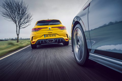 gti clubsport megane chase