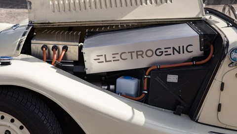 Electrogenic battery packs under Morgan bonnet