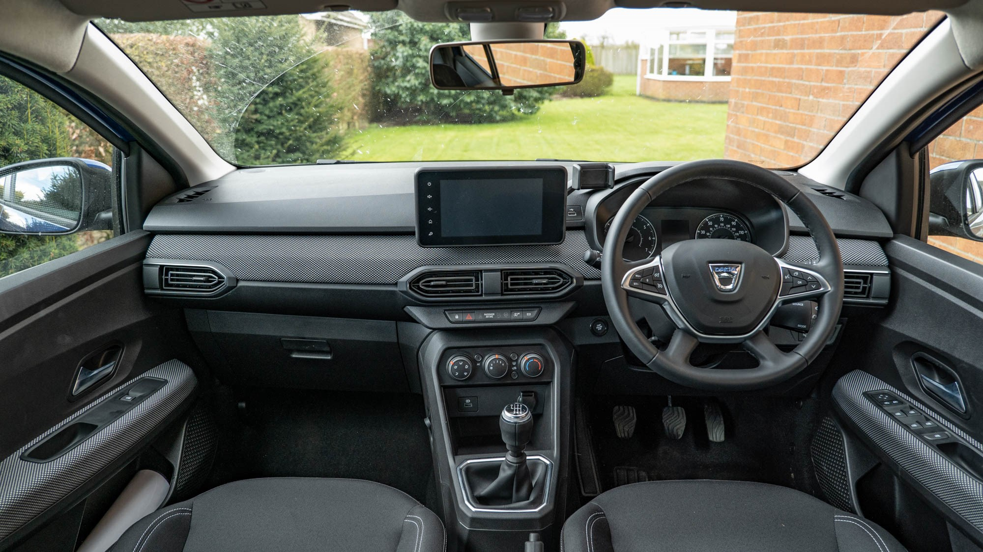 Dacia Sandero Comfort interior, dashboard and infotainment