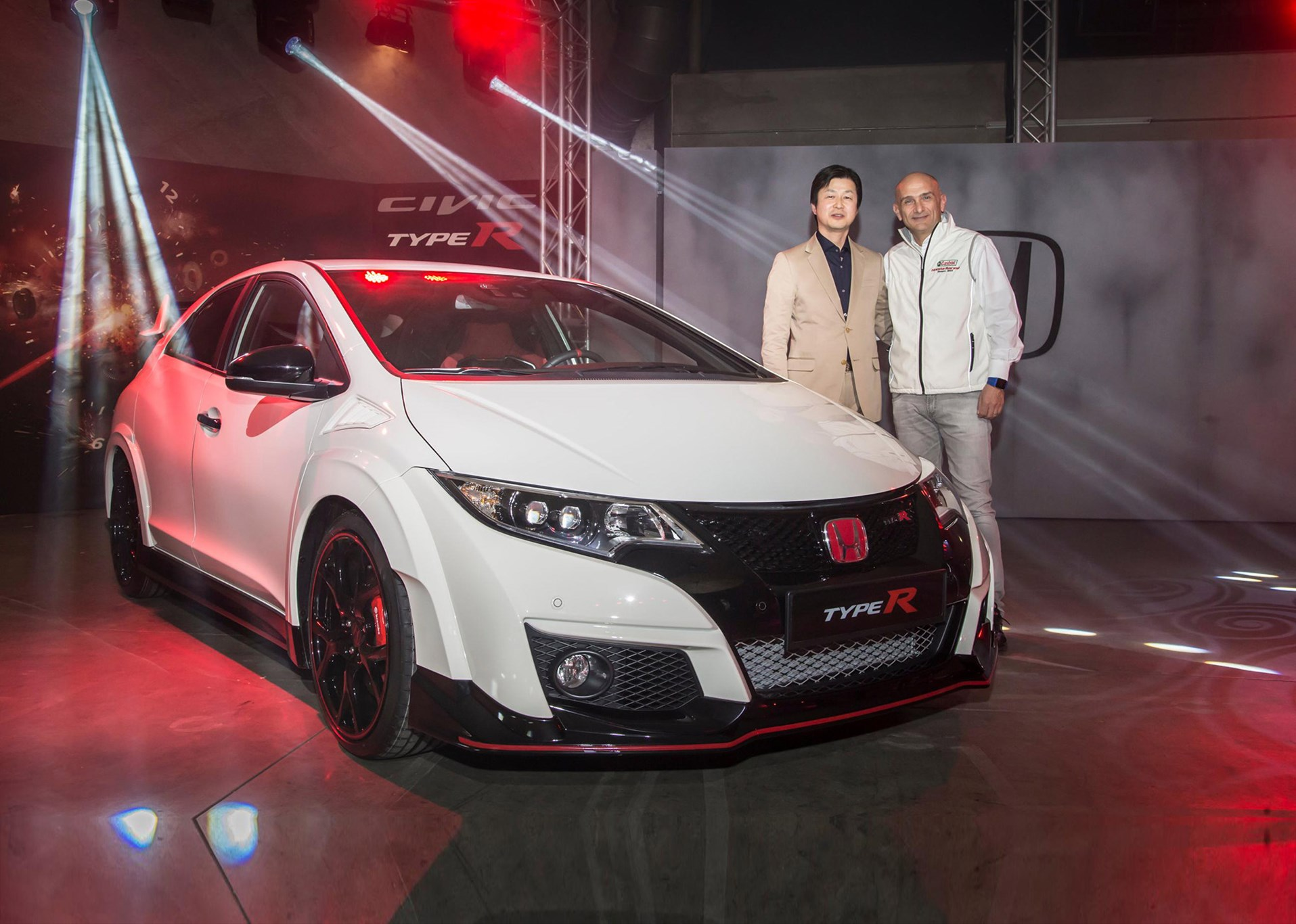 Honda civic type r world debut at geneva 2015