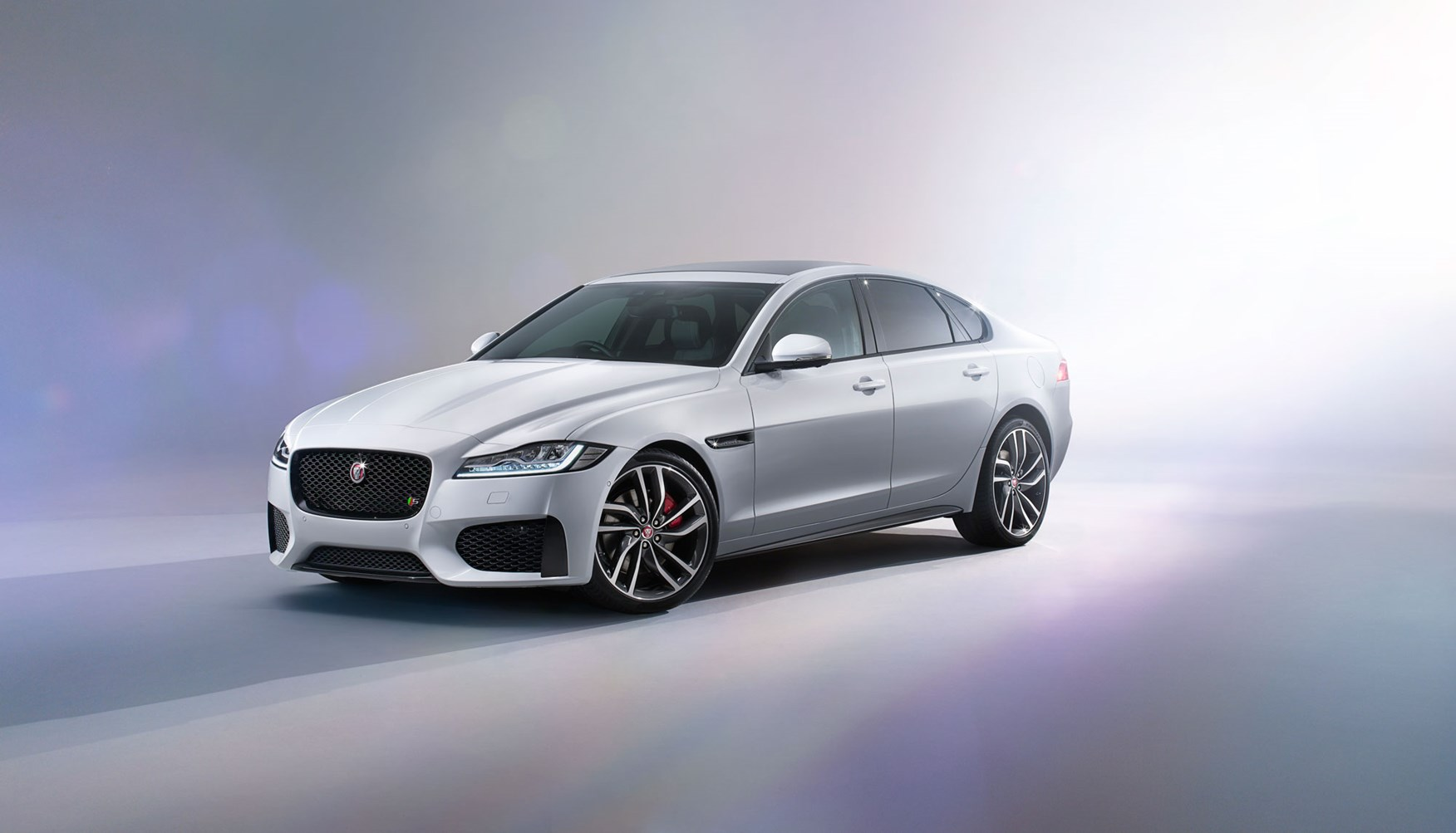 New Jaguar XF 2015 revealed honey I inflated the XE by