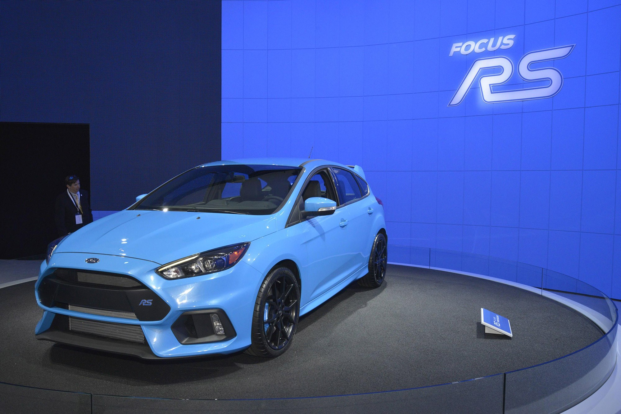 Very blue the new Ford Focus RS in New York & Blue 2: Ford Focus RS brightens up its paint for production by CAR ... markmcfarlin.com