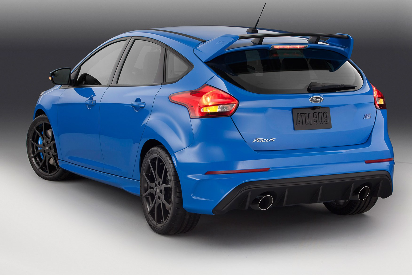blue 2 ford focus rs brightens up its paint for production by car magazine. Black Bedroom Furniture Sets. Home Design Ideas