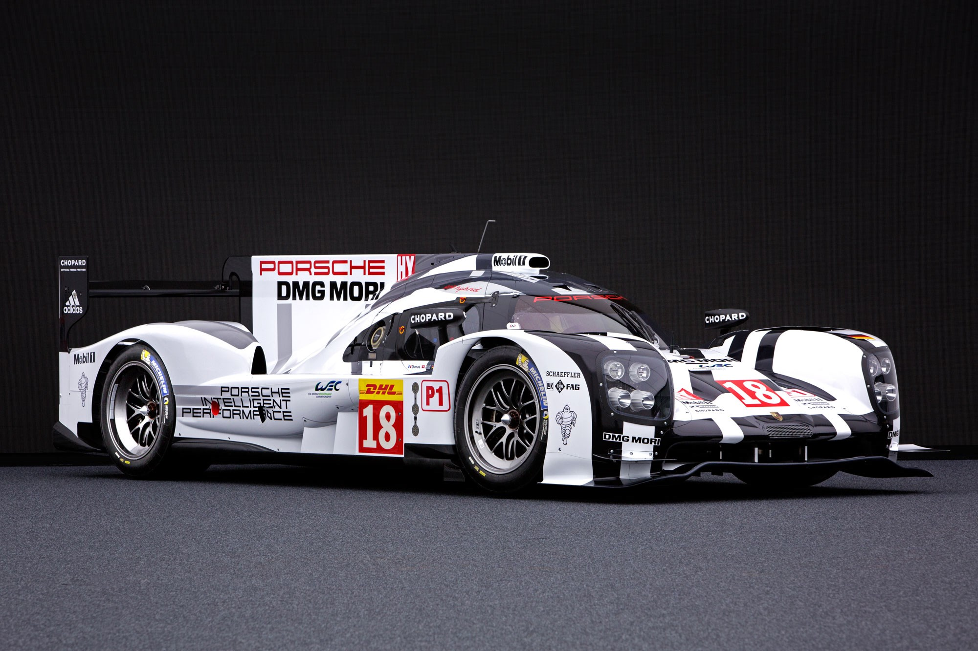 Contenders ready porsche and toyota s 2015 le mans racers for Garage automobile le mans