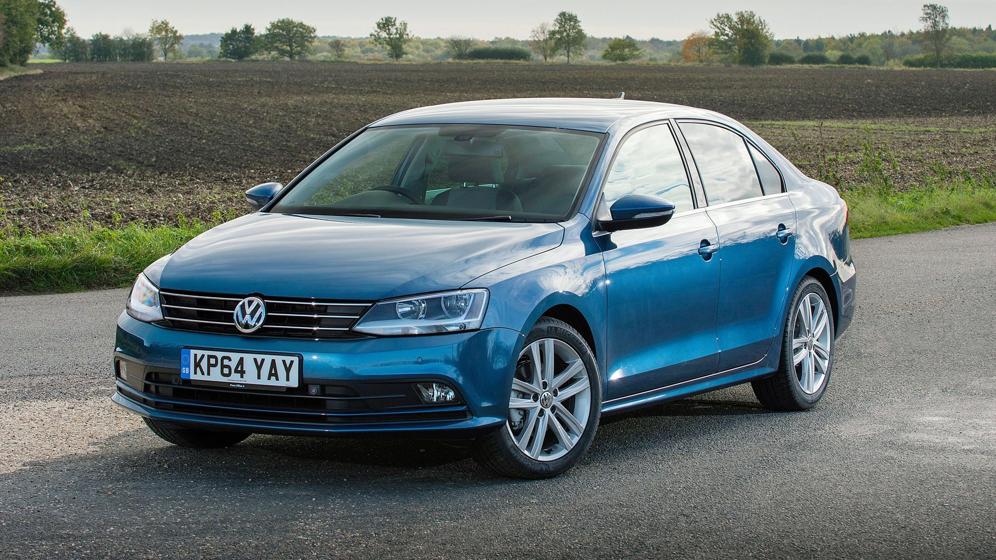 vw jetta se  tdi  bluemotion technology  review car magazine