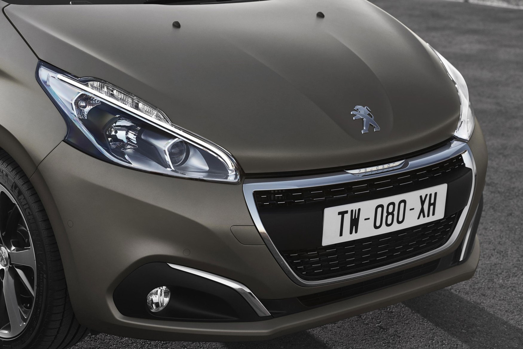 peugeot gets touchy feely with new textured paint car. Black Bedroom Furniture Sets. Home Design Ideas