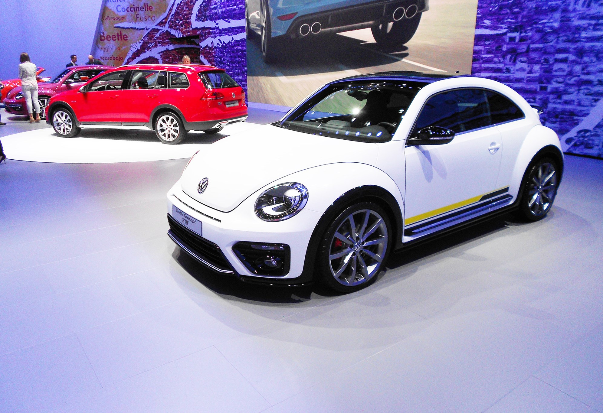 vw beetle powers in to new york with r line denim and more special bugs by car magazine. Black Bedroom Furniture Sets. Home Design Ideas