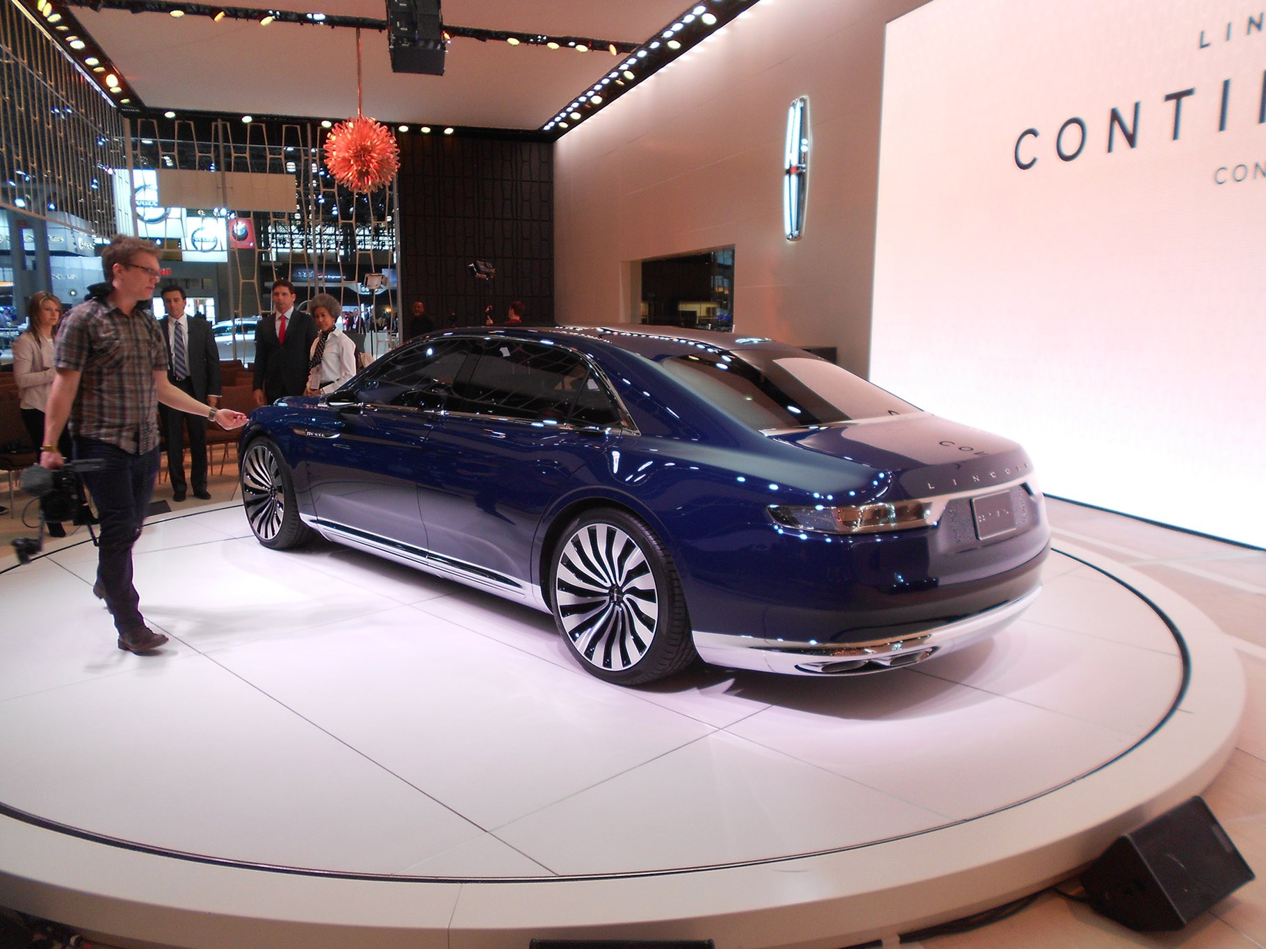 lincoln continental concept car brings a touch of europe to new york by car m. Black Bedroom Furniture Sets. Home Design Ideas