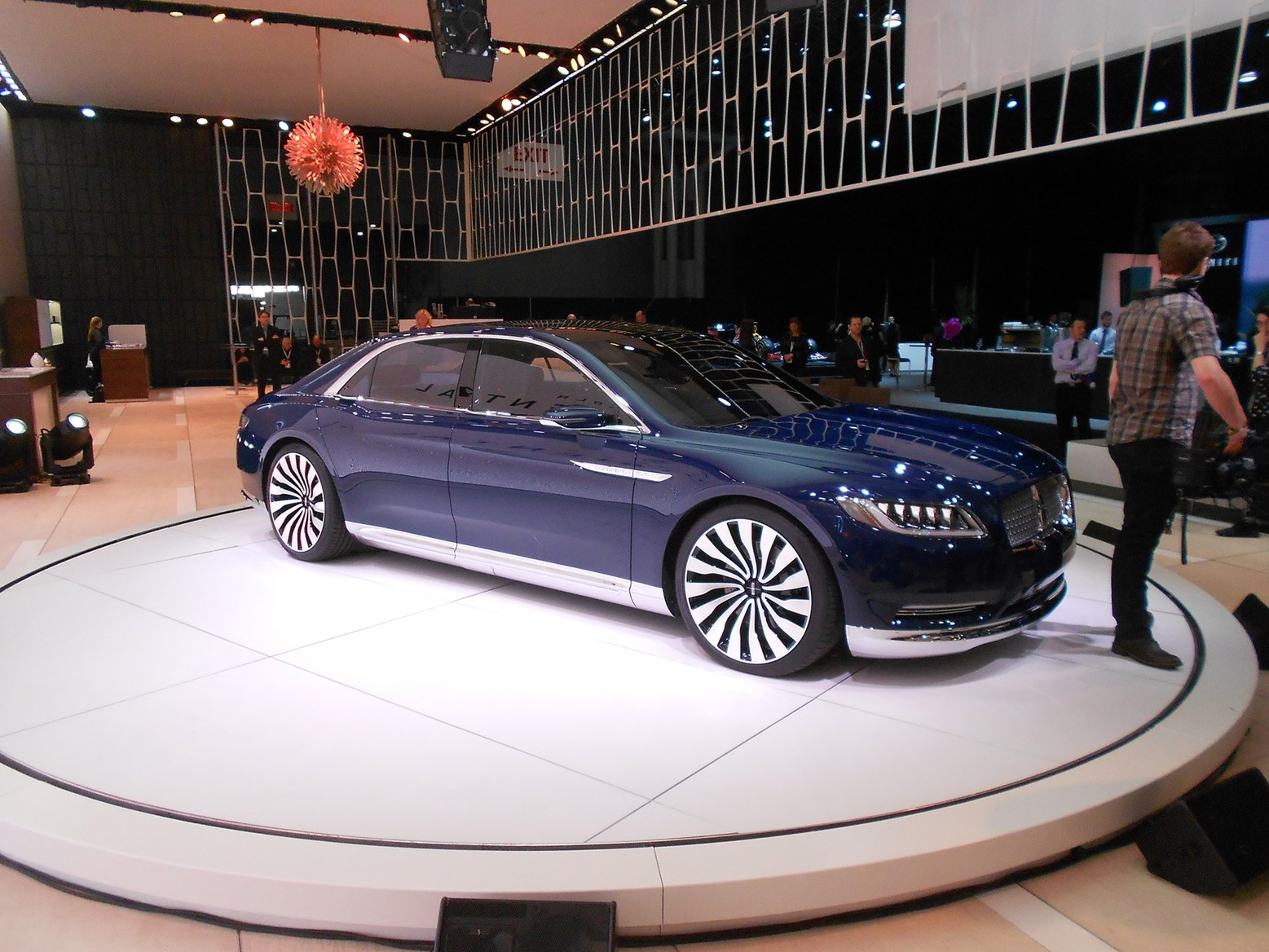 lincoln continental concept car brings a touch of europe to new york by car magazine. Black Bedroom Furniture Sets. Home Design Ideas
