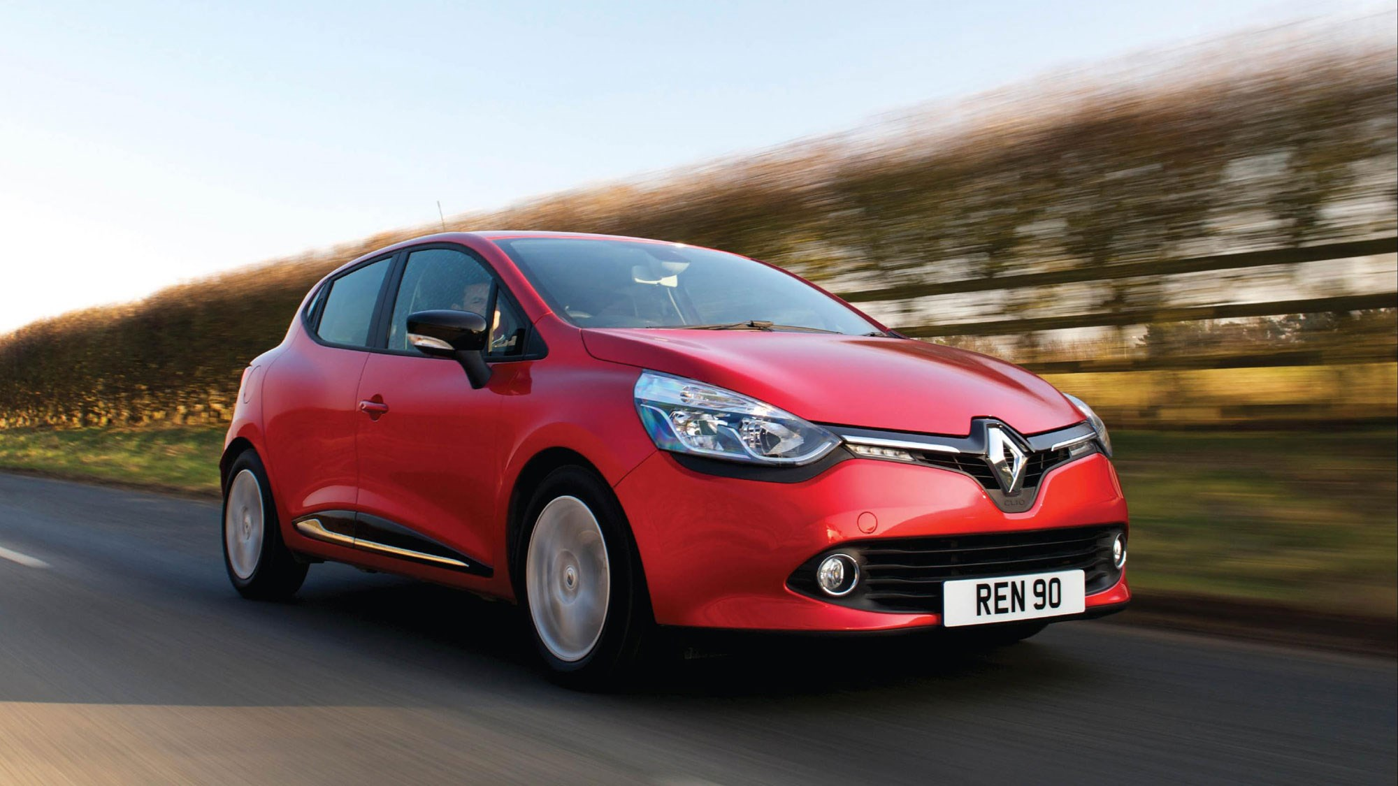 renault clio dynamique medianav 1 5 dci 90 2015 review by car magazine. Black Bedroom Furniture Sets. Home Design Ideas