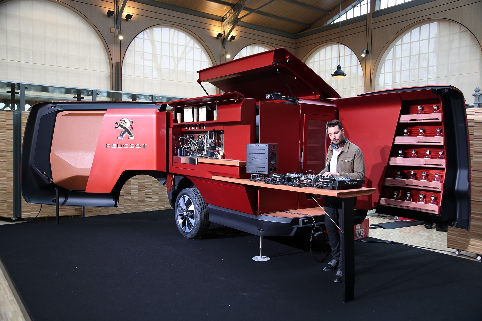 Peugeot food truck burger vans reimagined by the french for Food truck bar