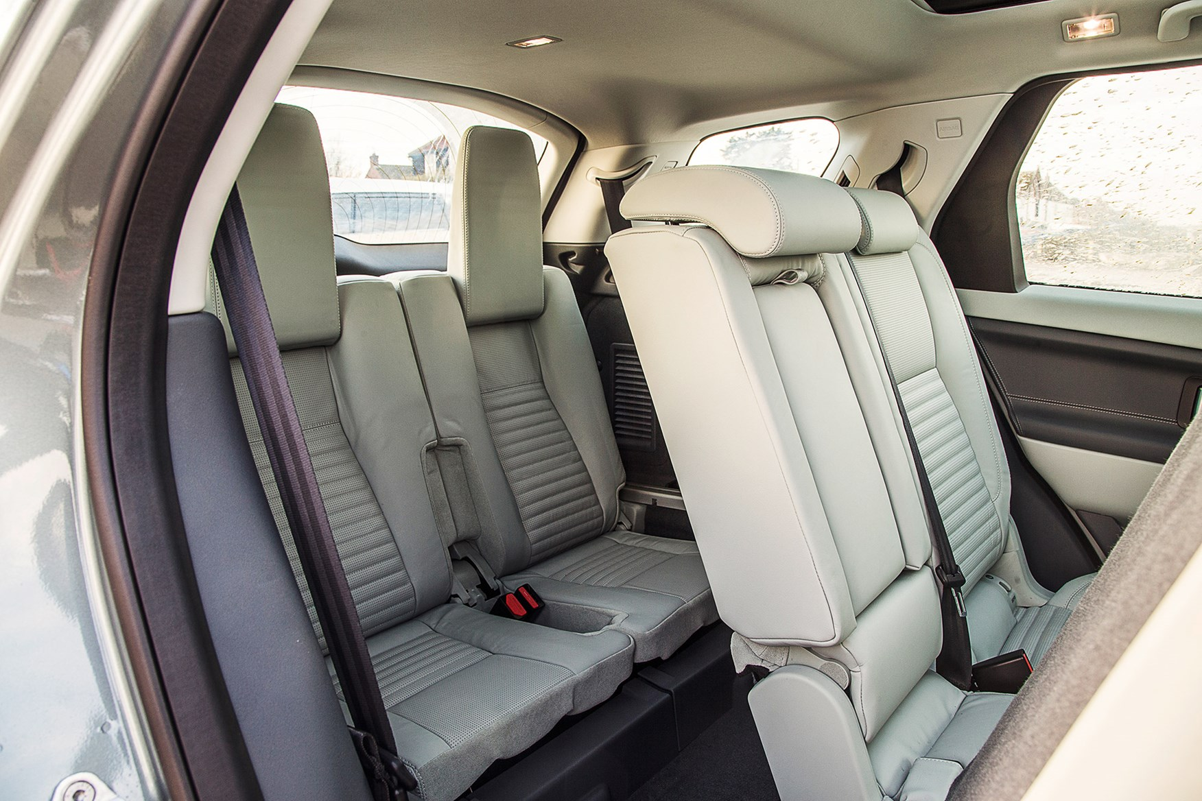 does a jeep grand cherokee have 3rd row seating. Black Bedroom Furniture Sets. Home Design Ideas