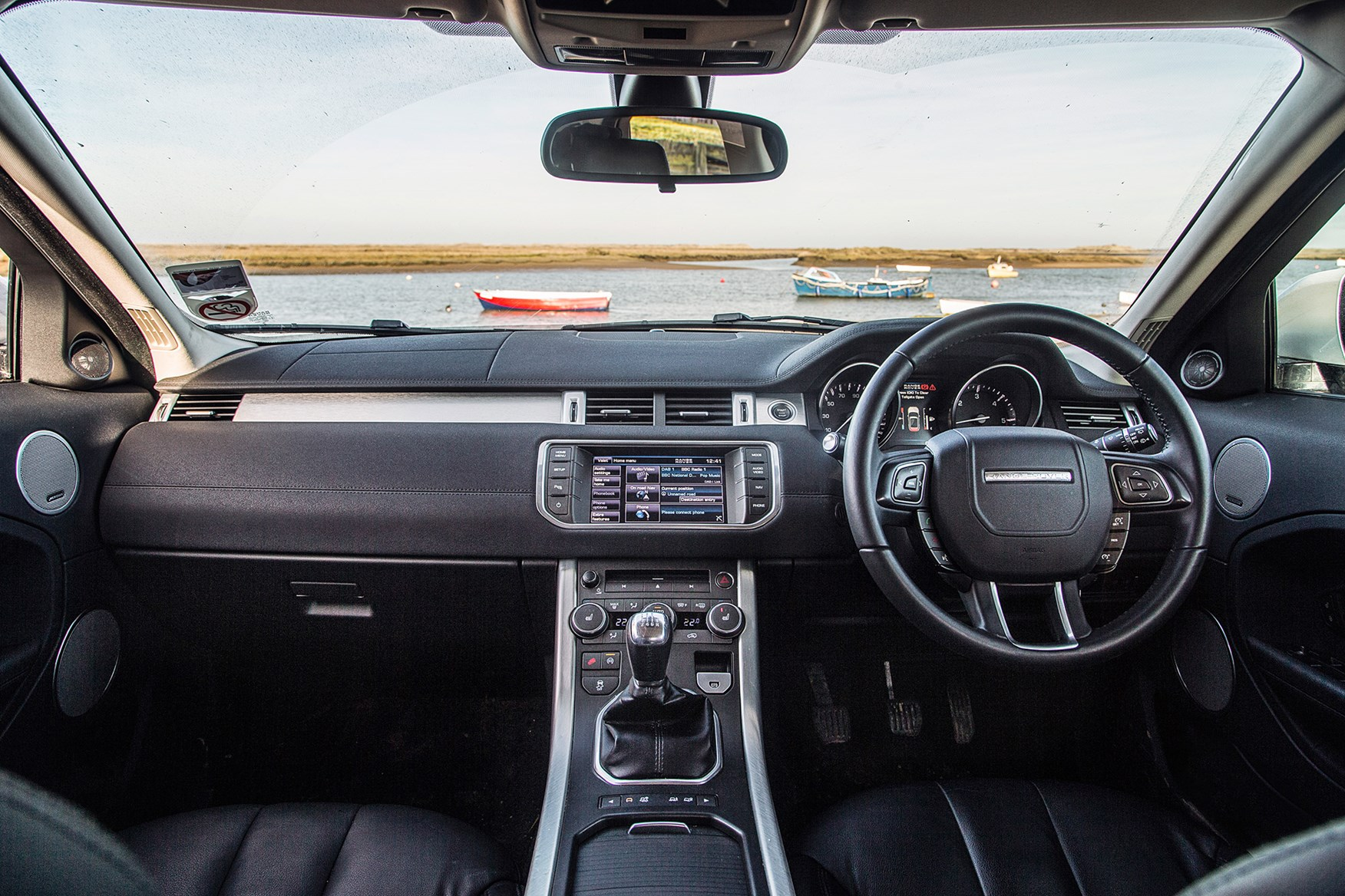 ... Range Rover Evoque cabin: feeling its age compared with the Discovery  Sport ...