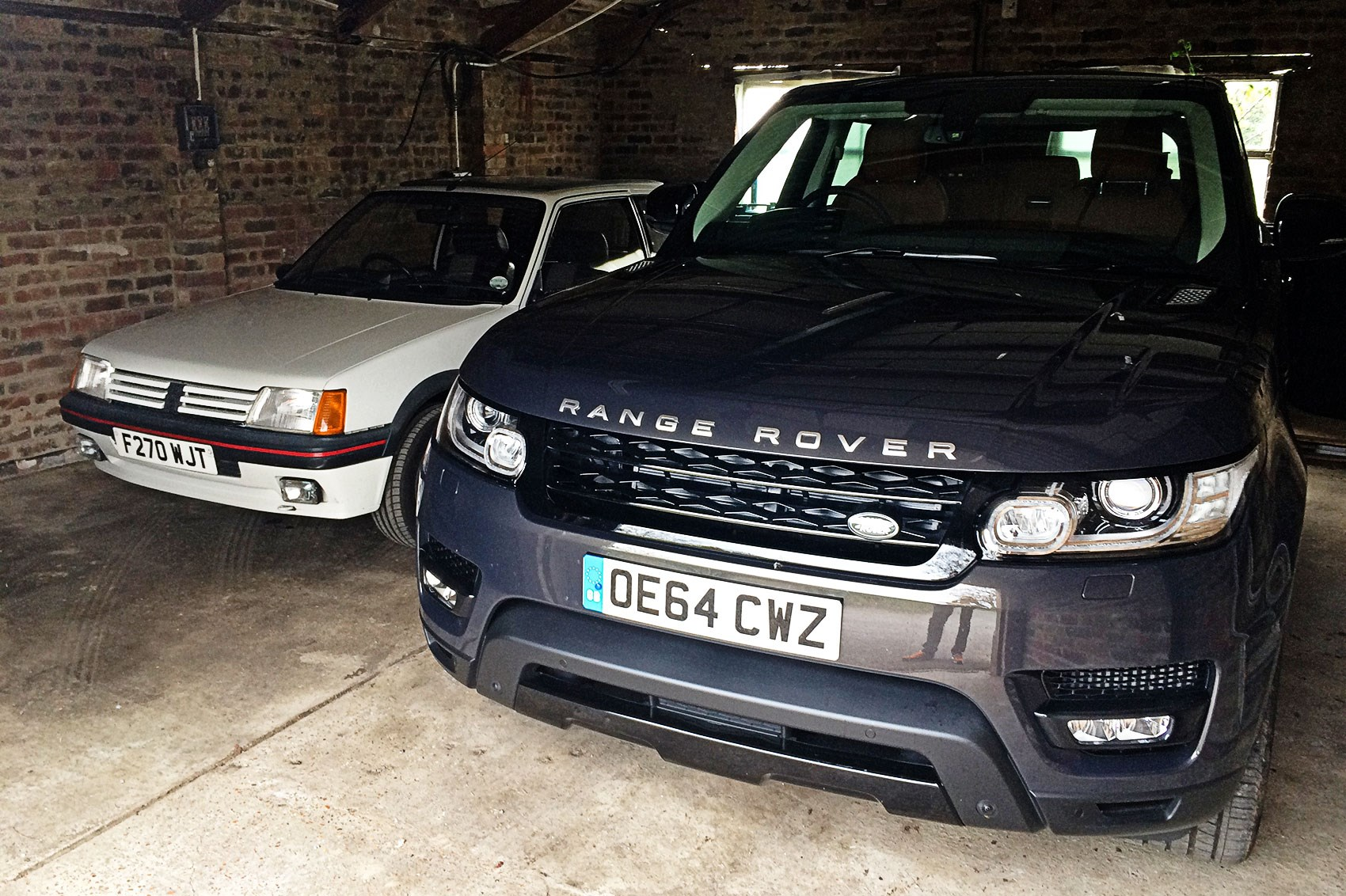 Range rover sport 2016 long term test review car magazine for Garage land rover brest