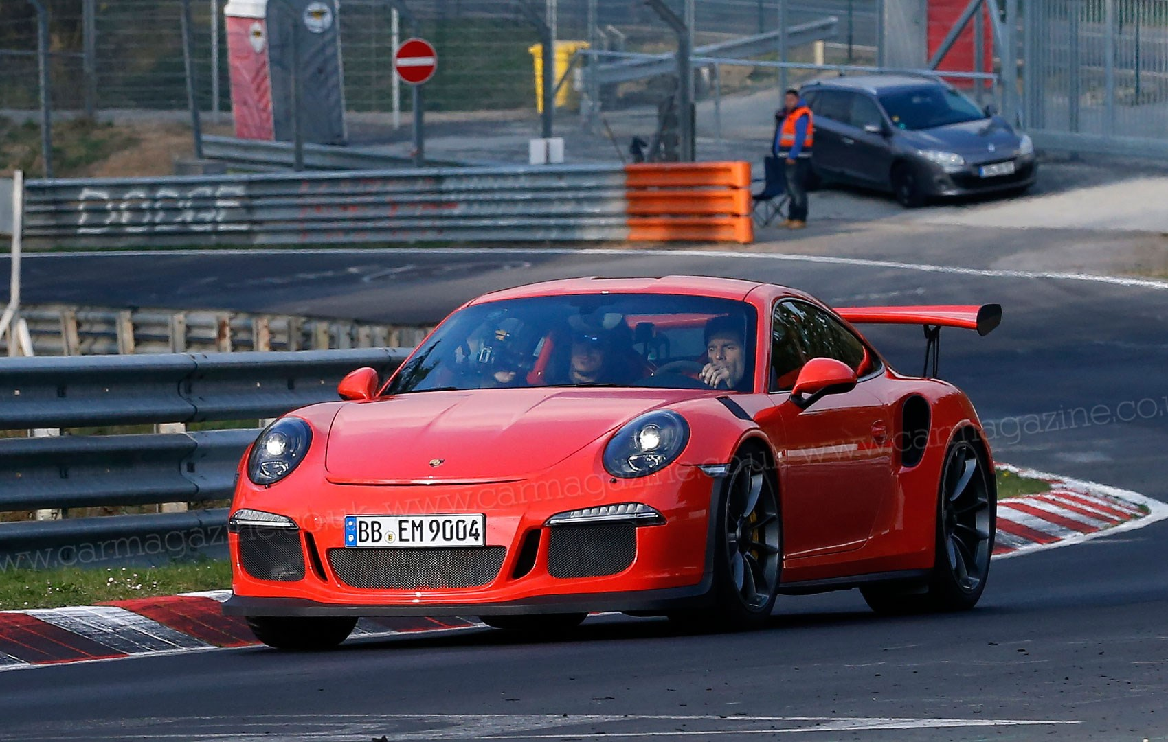 mark webber spotted driving 2015 porsche 911 gt3 rs at the. Black Bedroom Furniture Sets. Home Design Ideas