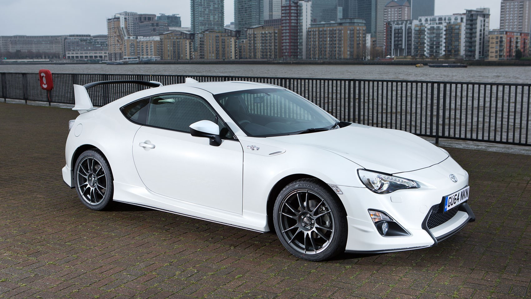 toyota gt86 aero 2015 review by car magazine. Black Bedroom Furniture Sets. Home Design Ideas