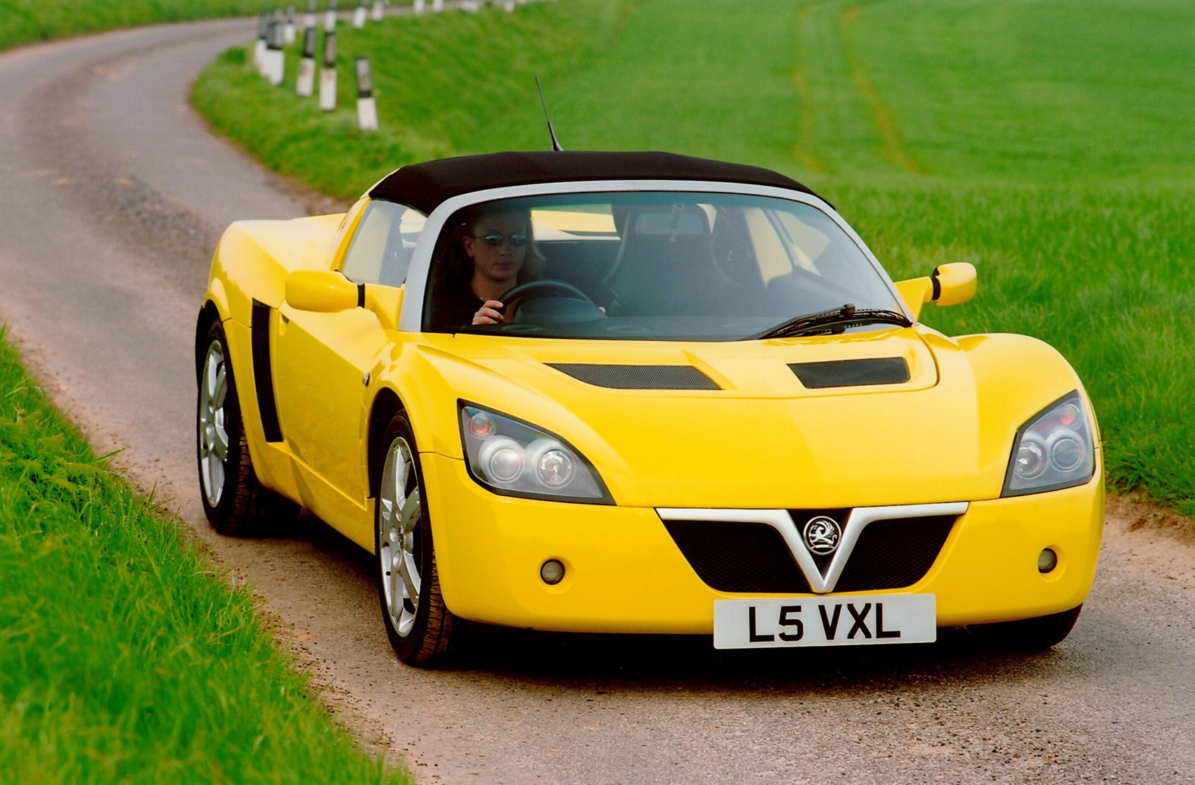 remembering the underdogs the 2000 vauxhall vx220 by car magazine. Black Bedroom Furniture Sets. Home Design Ideas