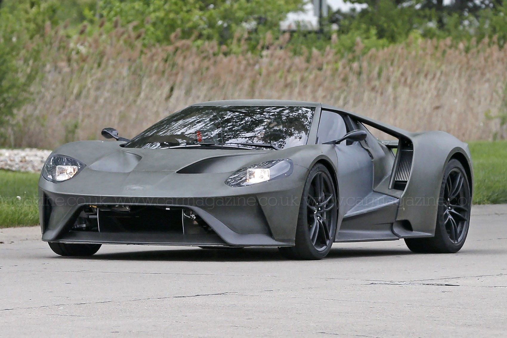 First Sighting 2016 Ford Gt Hits The Road Car Magazine
