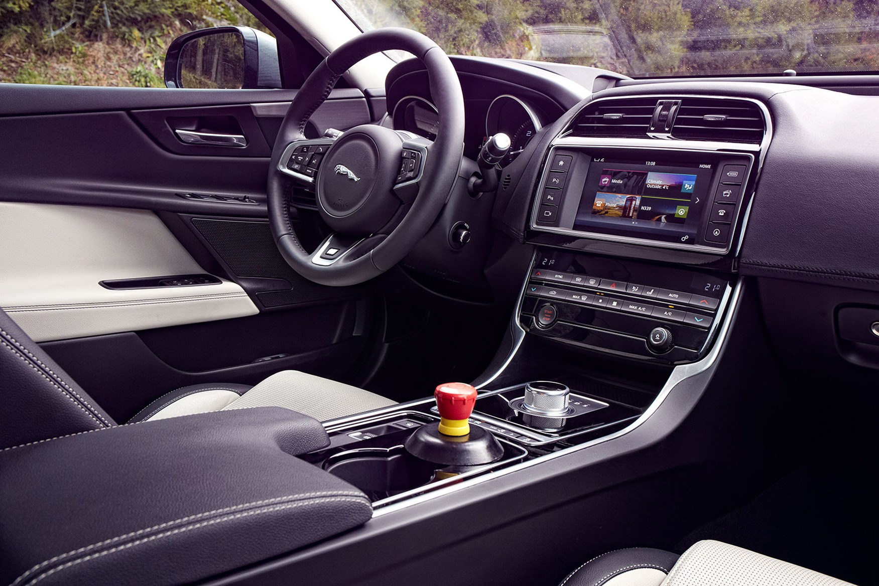 Rangee 2013 the hybrid electric Range Rover Sport