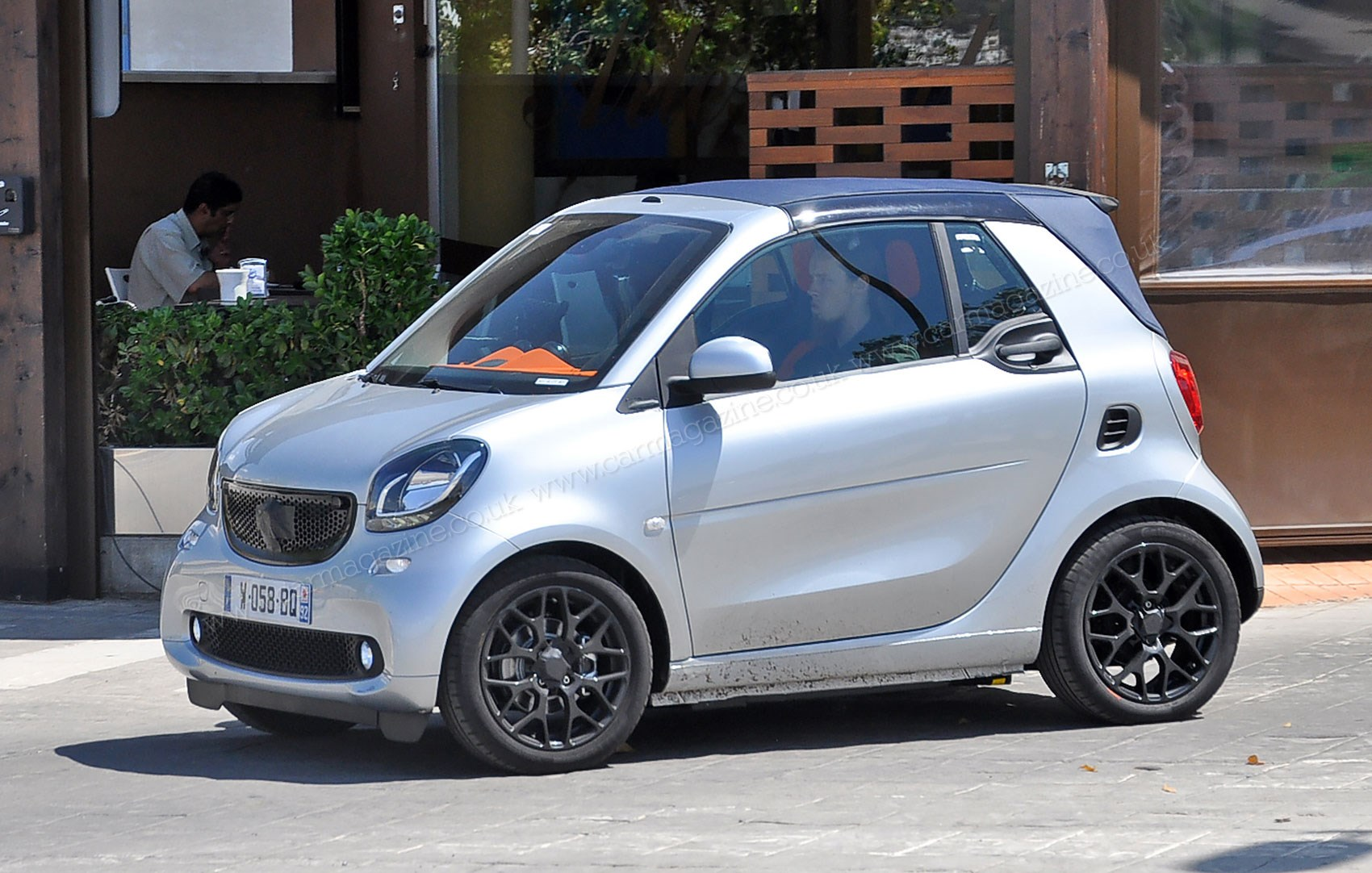 smart fortwo cabriolet 2015 comes a cropper new spyshots by car magazine. Black Bedroom Furniture Sets. Home Design Ideas
