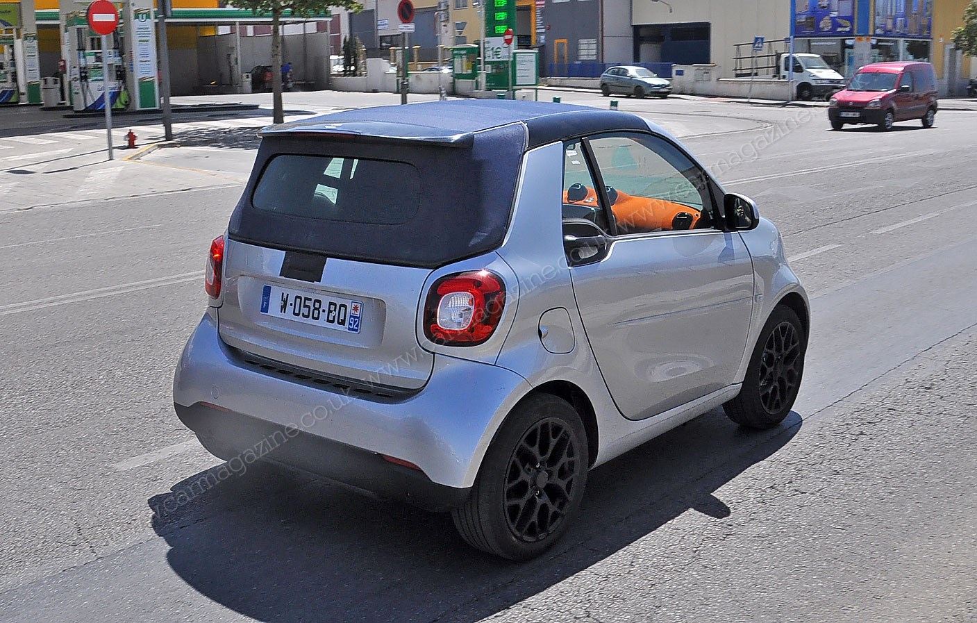 Smart Fortwo Cabriolet (2015) comes a cropper: new spyshots | CAR ...