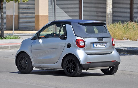 Contrasting soft-top roof for 2015 Smart Fortwo Cabriolet