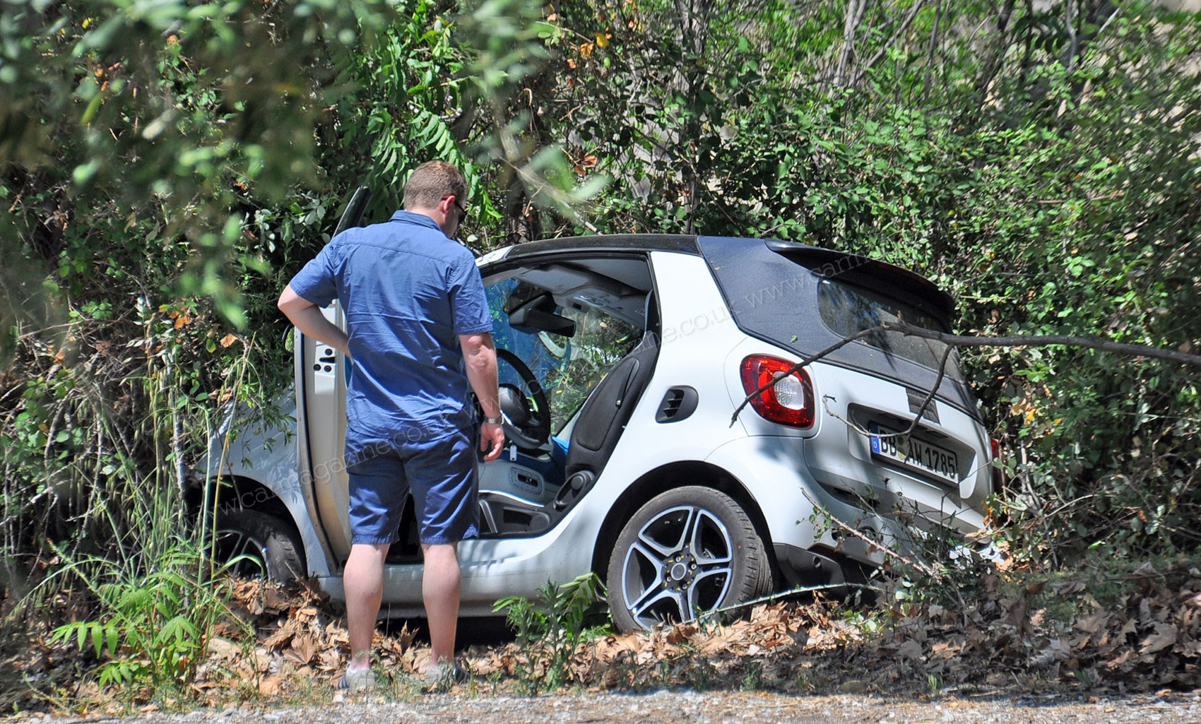 Barely Disguised Smart Fortwo Cabriolet Crashes