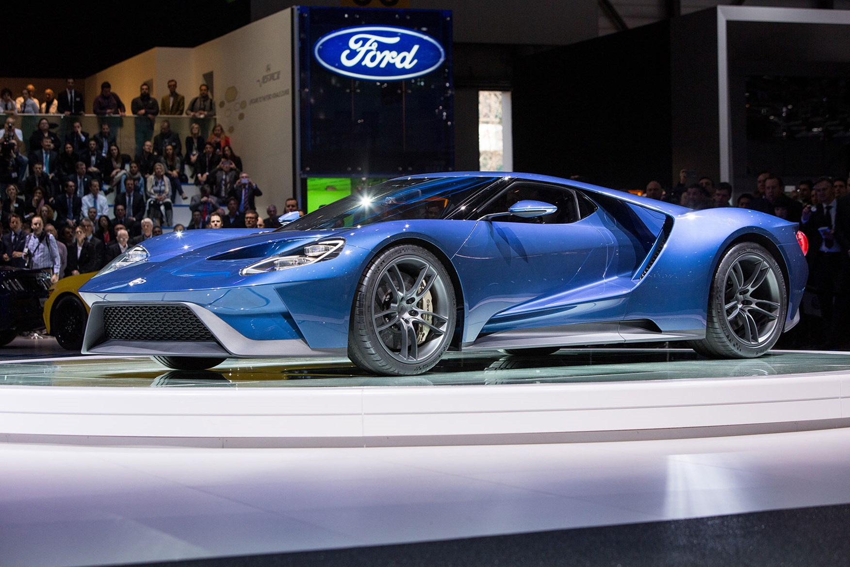 ... New Ford GT next stop GT racing? & Fordu0027s back on track! Blue Oval takes GT racer to Le Mans by CAR ... markmcfarlin.com