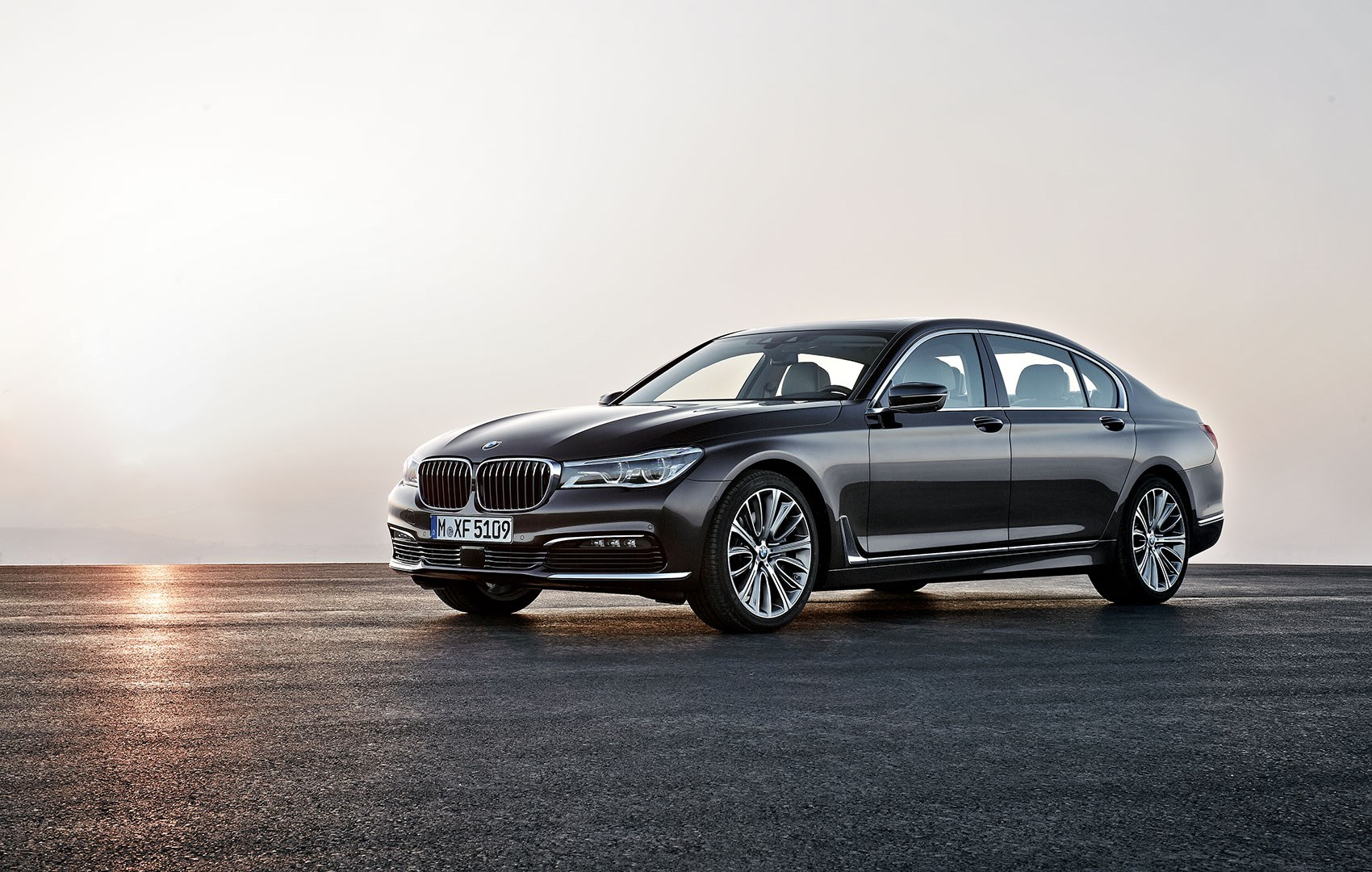 bmw 7 series 2015 in pictures munich 39 s new part carbon limo unveiled car magazine. Black Bedroom Furniture Sets. Home Design Ideas