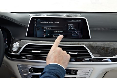 Gesture control on first touch-sensitive iDrive controller