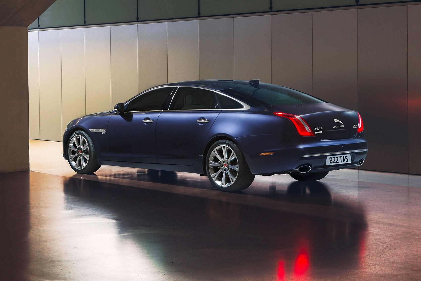 The 100k Jag 2016 Jaguar Xj Goes Seriously Premium