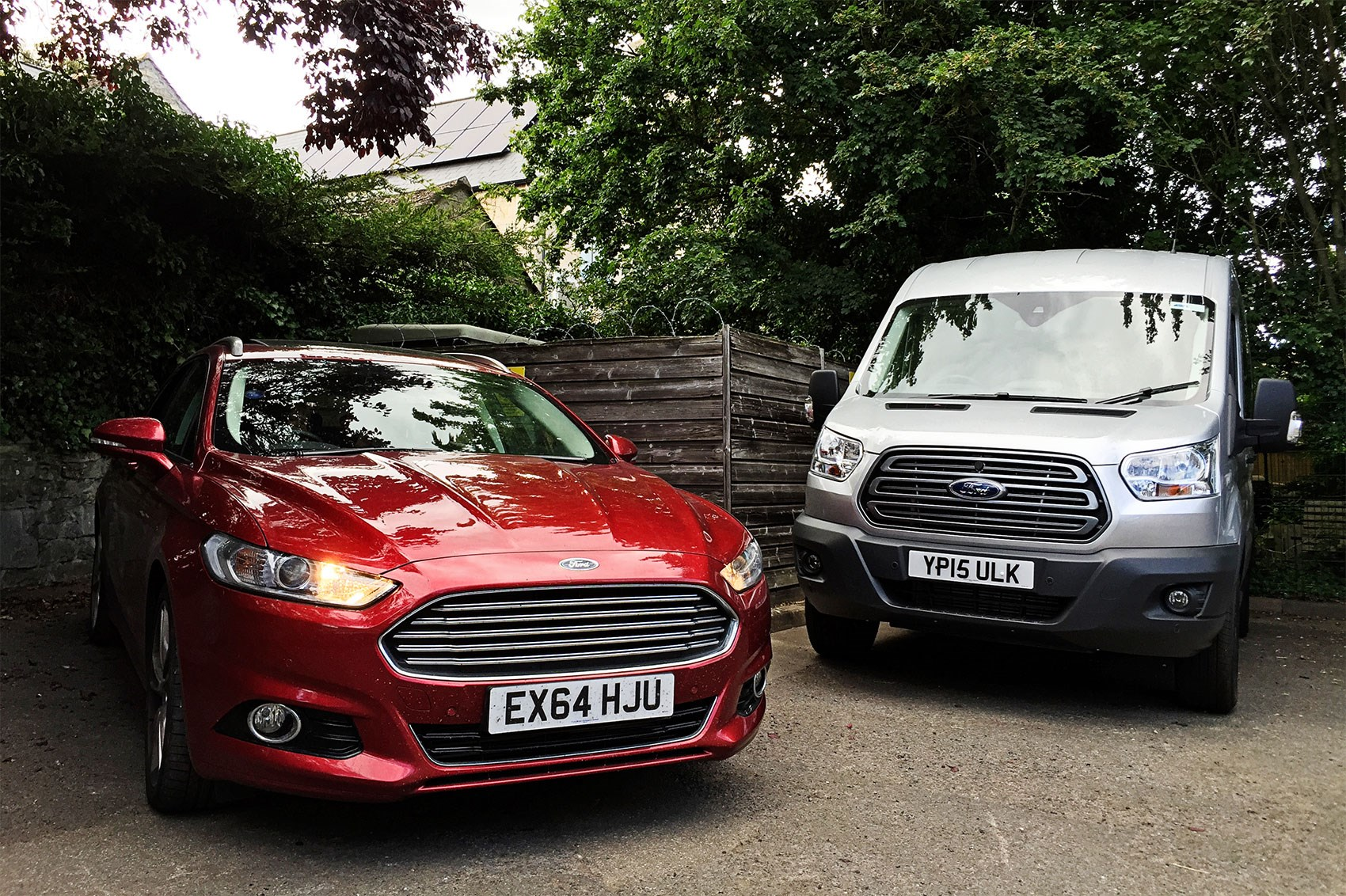 ... Mondy meets another 'world' Ford. Loses on boot space Mondeo ...