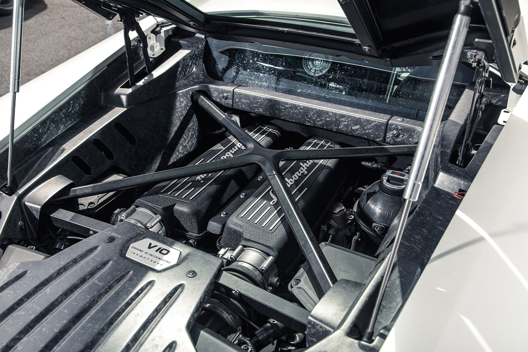 Lamborghini huracan engine bay