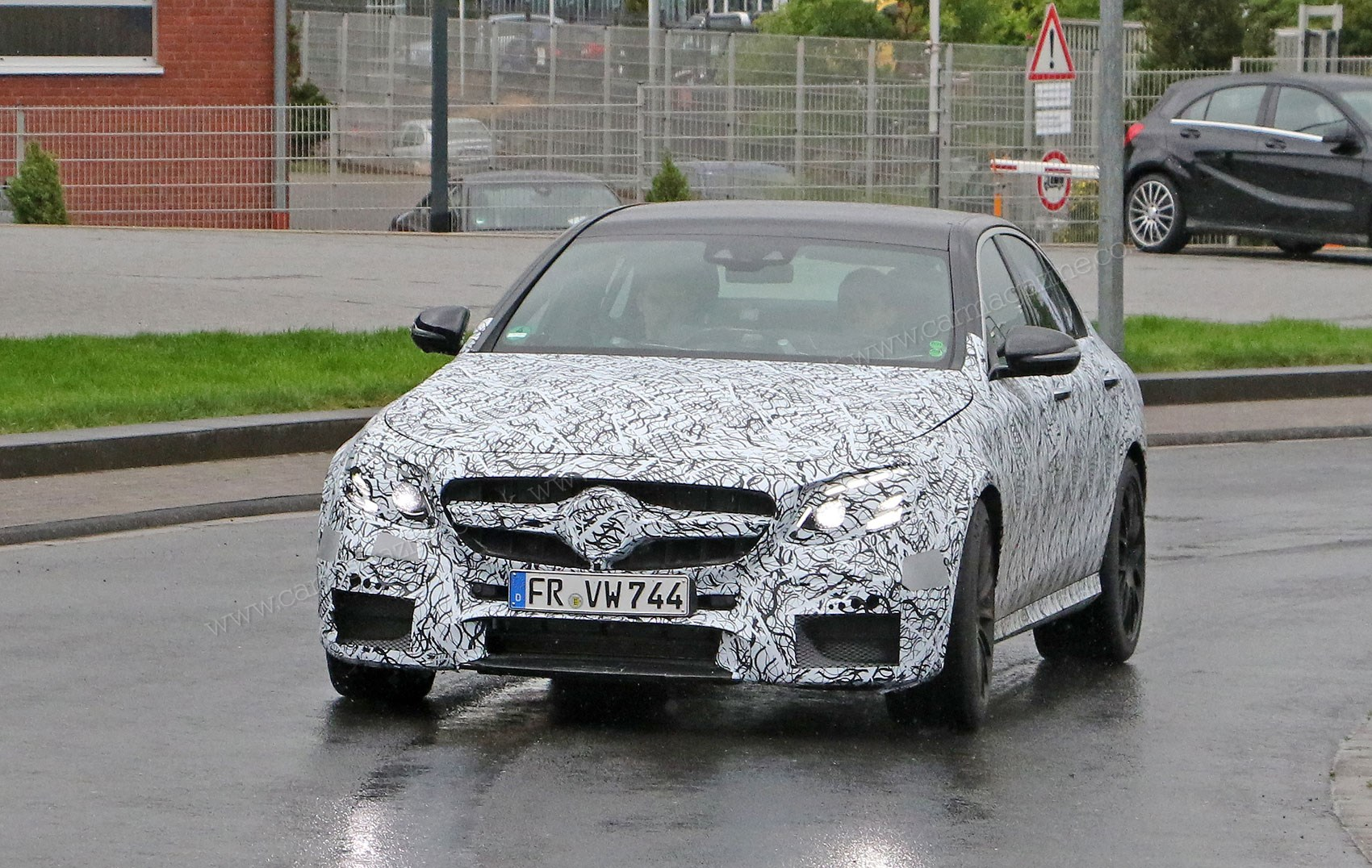 mercedes amg e63 2016 muscles in with 4 0 turbo v8 by car magazine. Black Bedroom Furniture Sets. Home Design Ideas