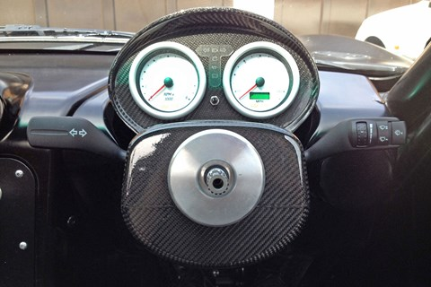Ginetta removable steering wheel