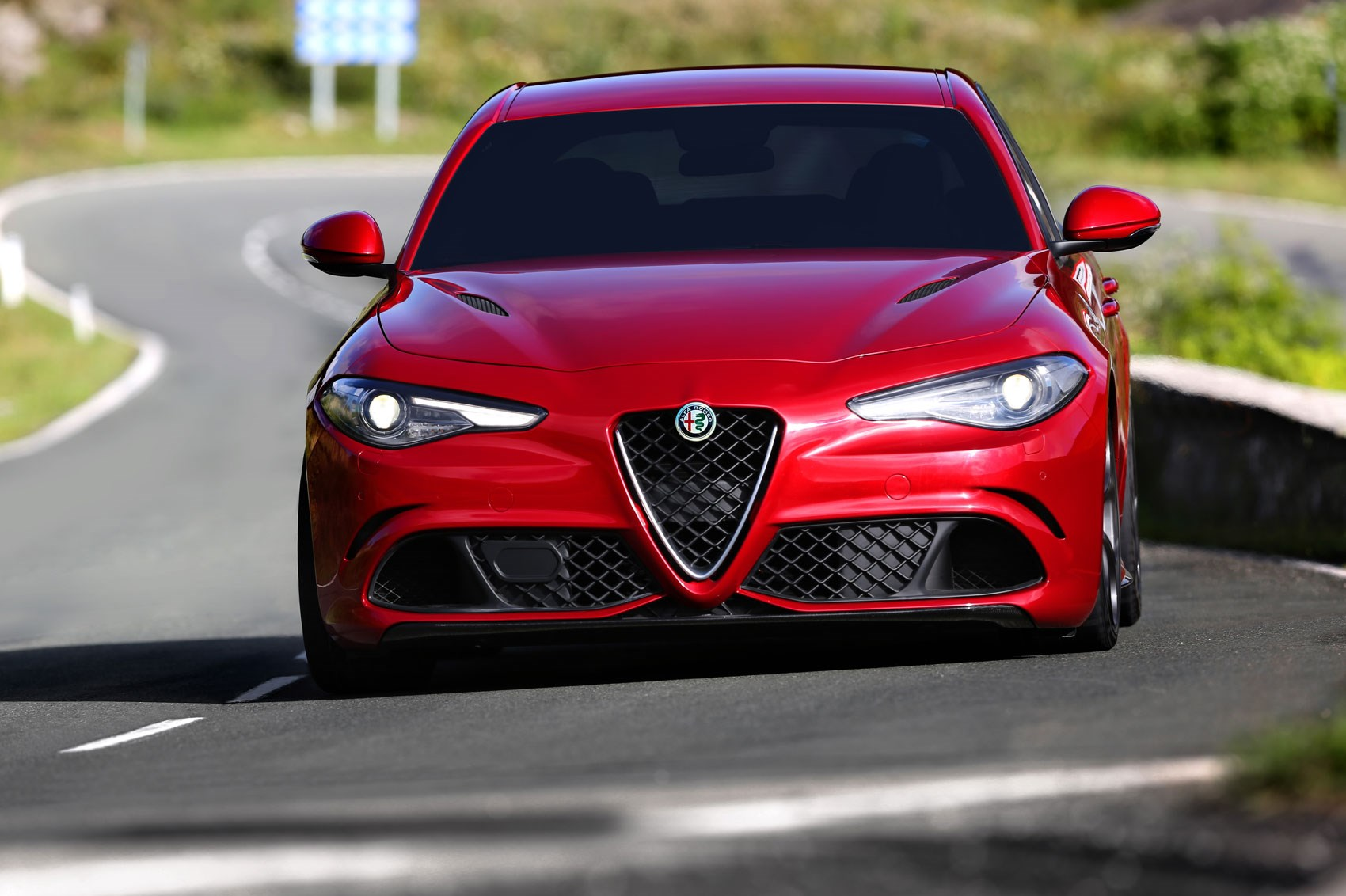 alfa romeo giulia 2016 in pictures and on video it 39 s. Black Bedroom Furniture Sets. Home Design Ideas