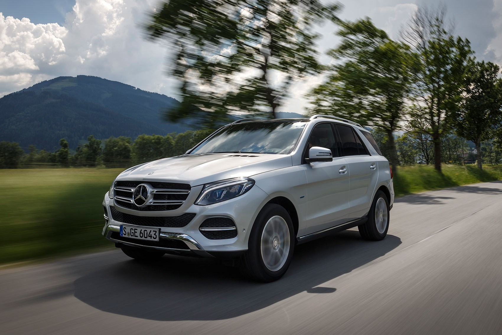 Mercedes gle500e plug in hybrid 2015 review by car magazine for Mercedes benz hybrid uk