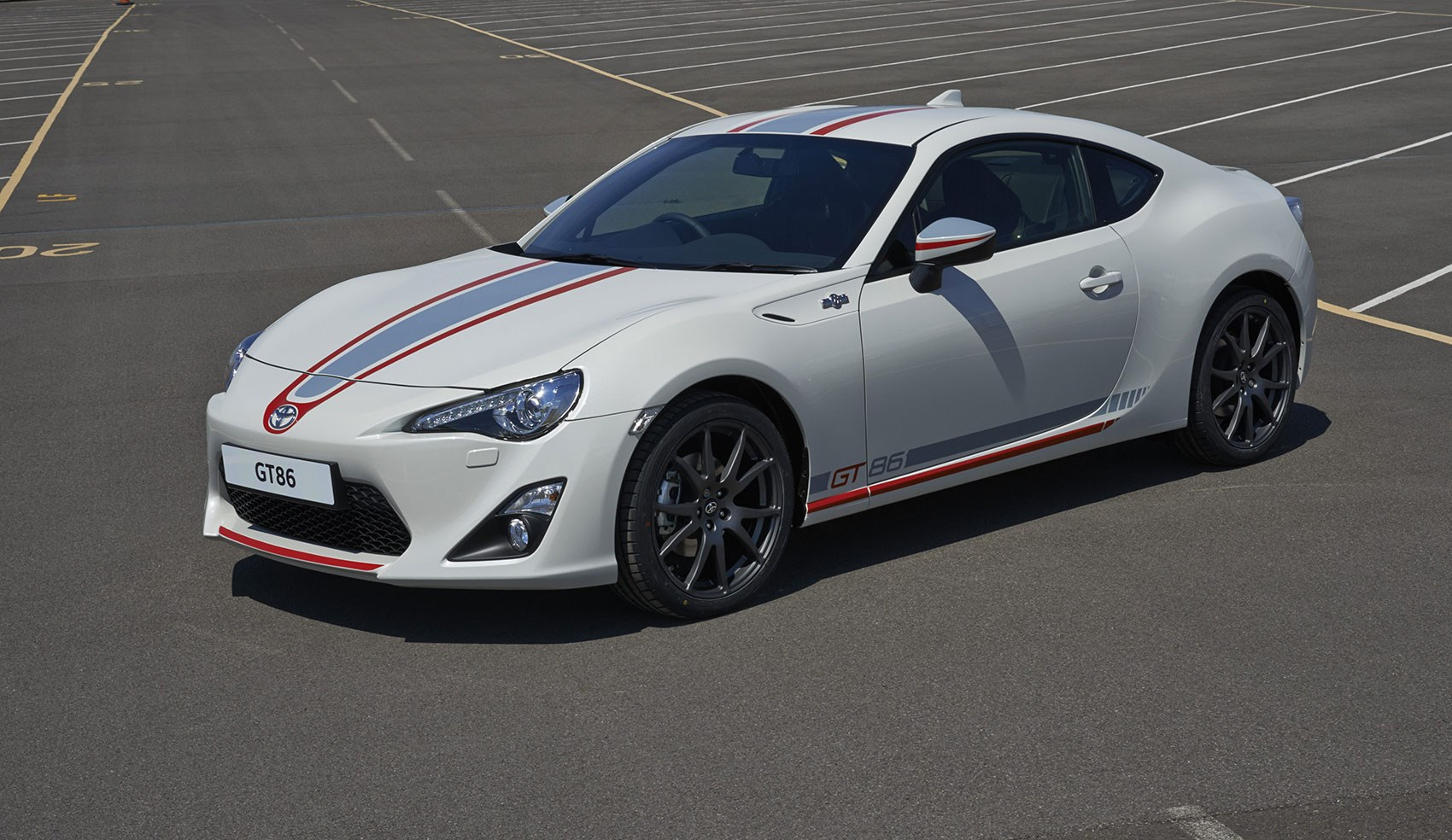toyota gt86 blanco edition 2015 range topping model gets sporty decals by car magazine. Black Bedroom Furniture Sets. Home Design Ideas