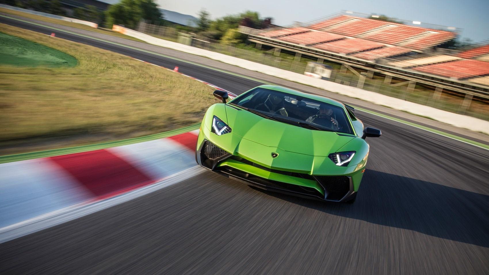 World S Fastest Blow Dry Lamborghini Confirms Aventador Lp 750 4 Sv Roadster Car Magazine