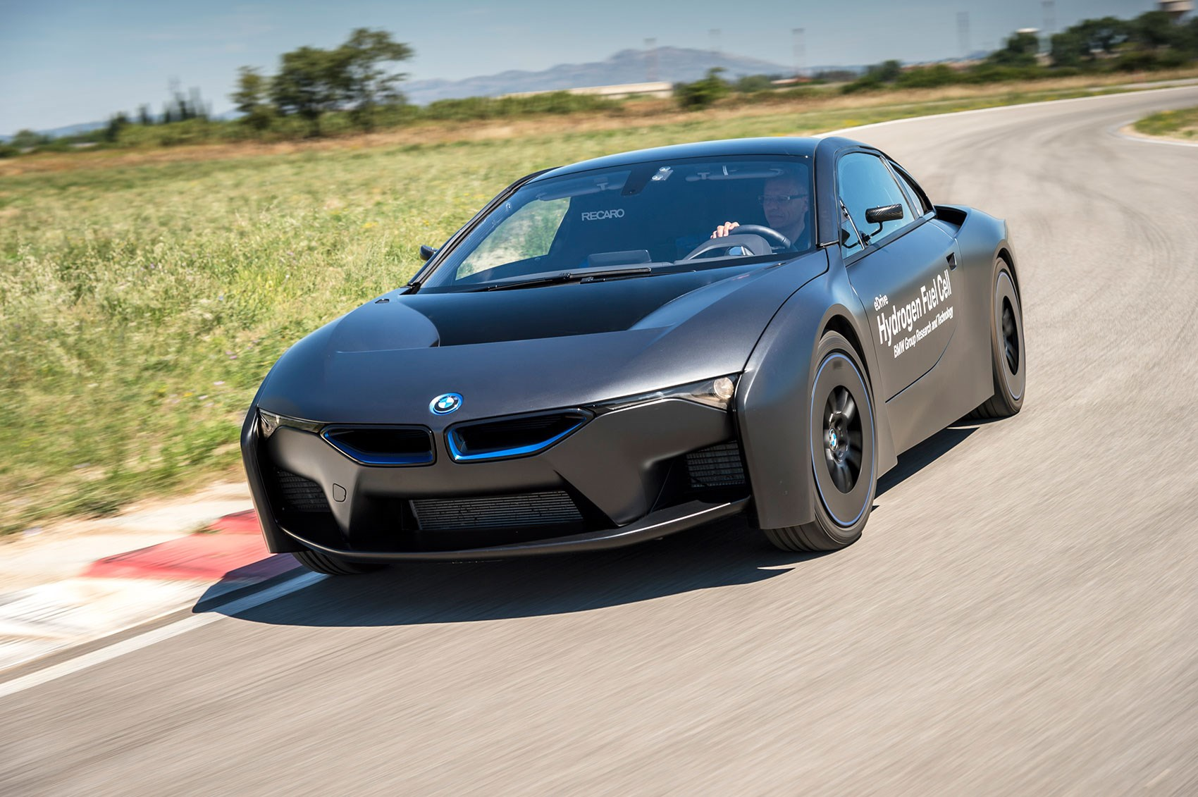 hydrogen to hit the highway new bmw i8 fuel cell unveiled by car magazine. Black Bedroom Furniture Sets. Home Design Ideas
