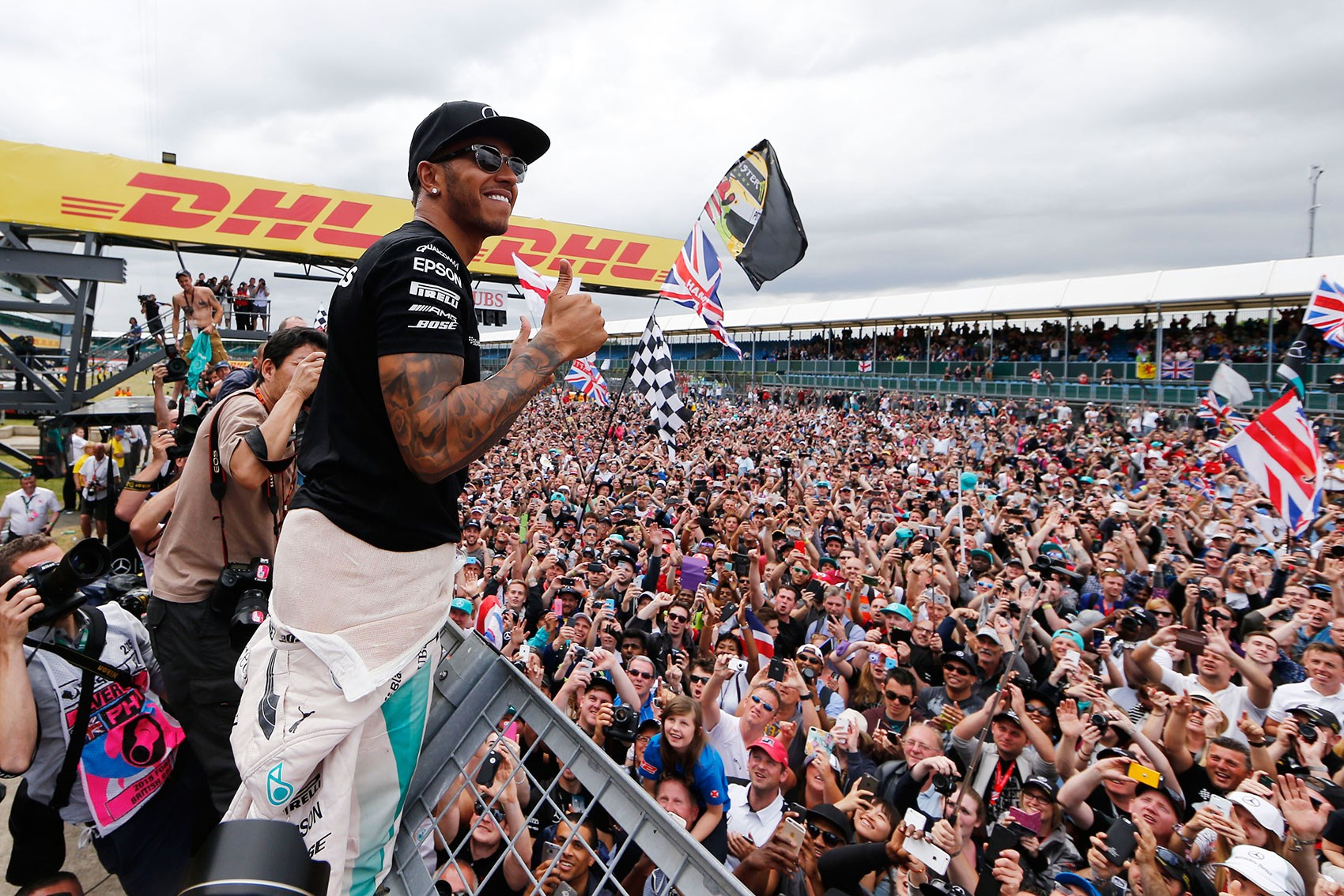 Lewis hamilton wins the 2015 british grand prix