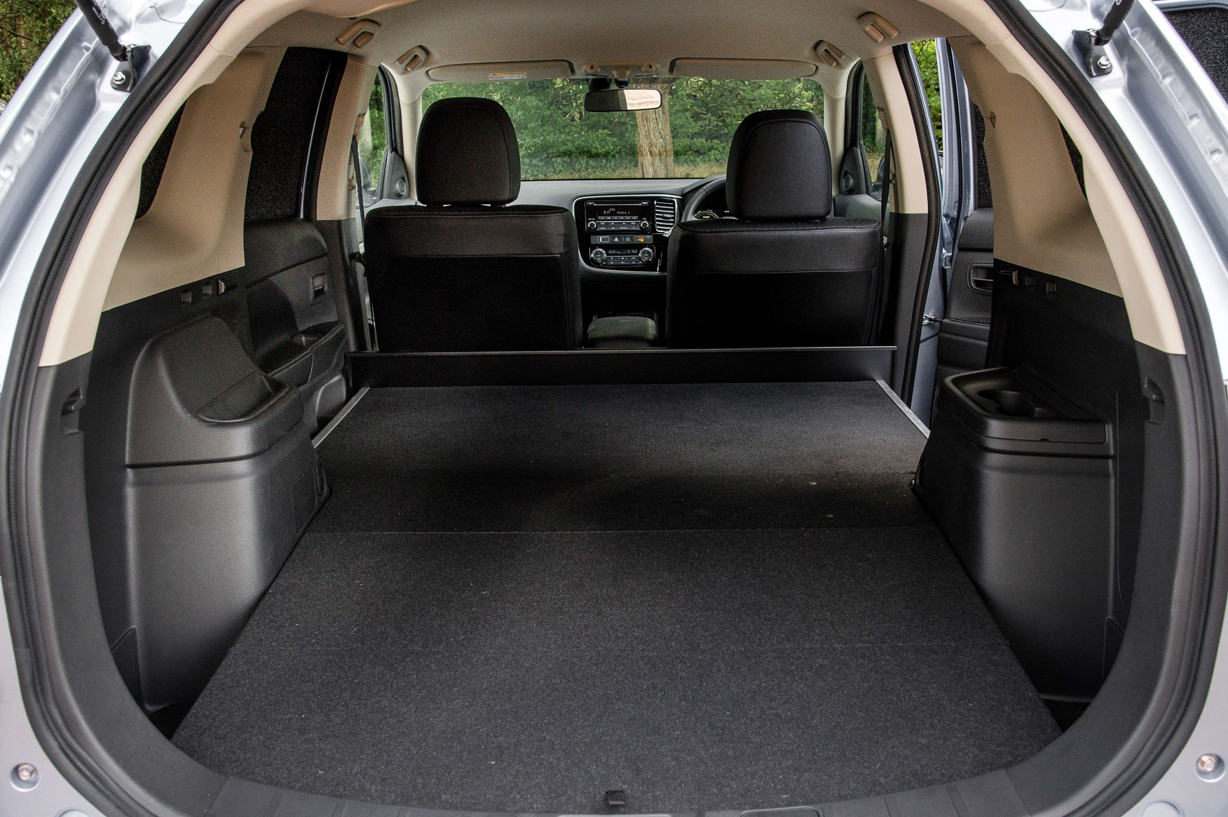 mitsubishi outlander phev 2015 review by car magazine. Black Bedroom Furniture Sets. Home Design Ideas