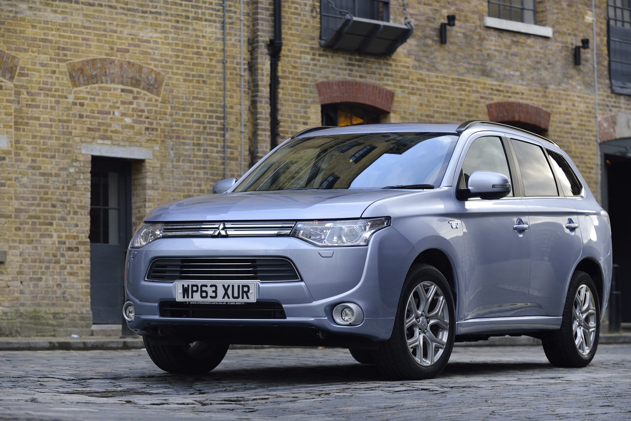Mitsubishi Outlander PHEV (2015) review | CAR Magazine