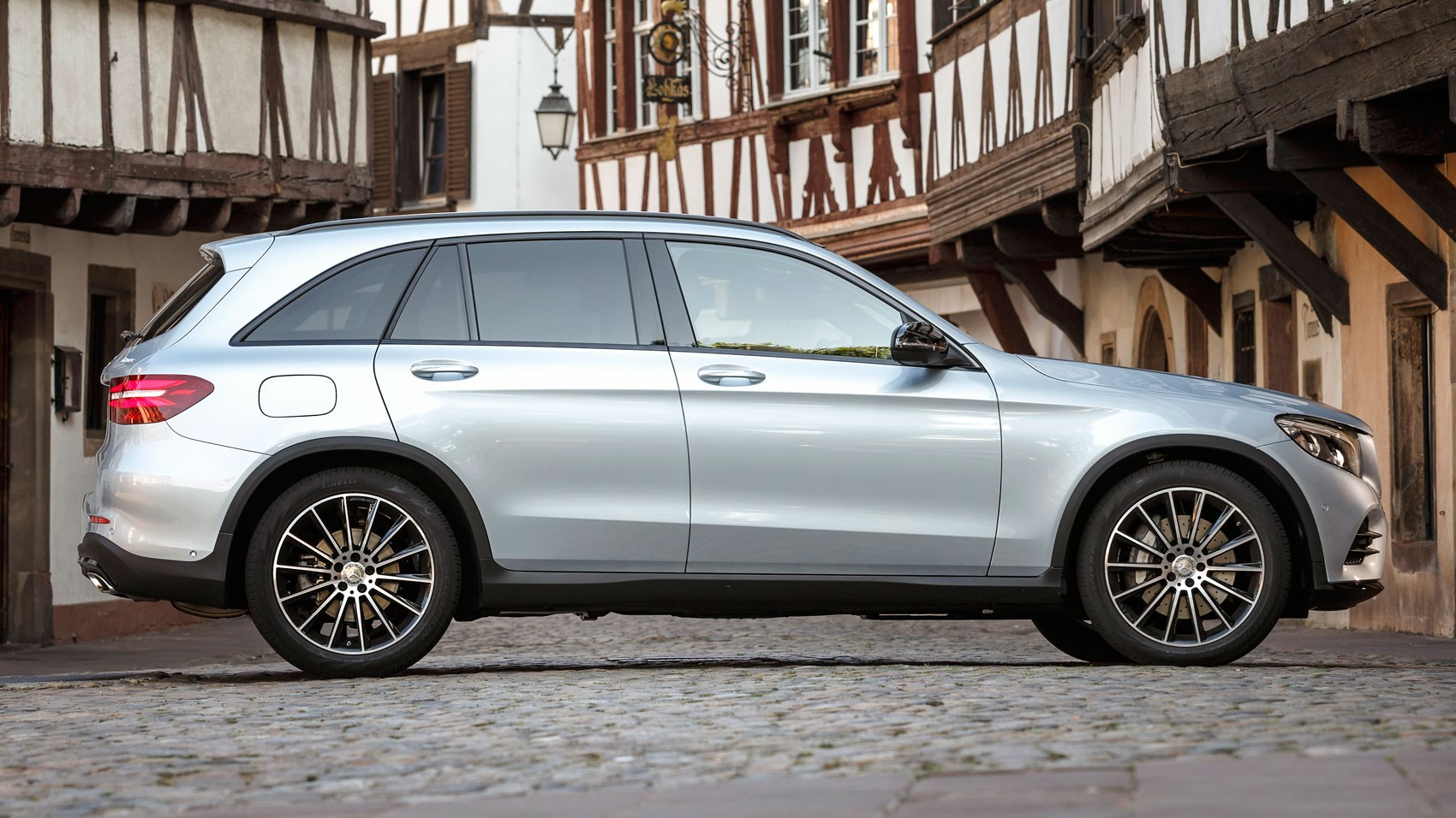 Mercedes-Benz GLC250d (2015) review by CAR Magazine