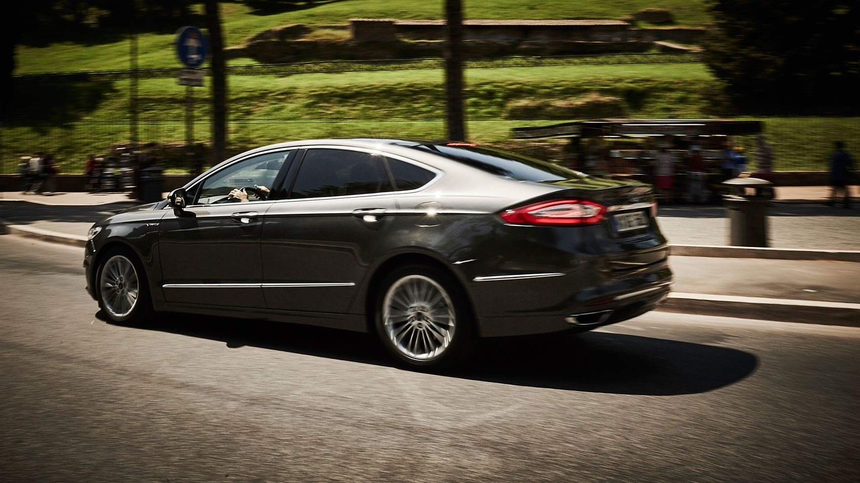 Ford Mondeo Vignale 2.0 TDCi AWD Powershift (2015) review ...